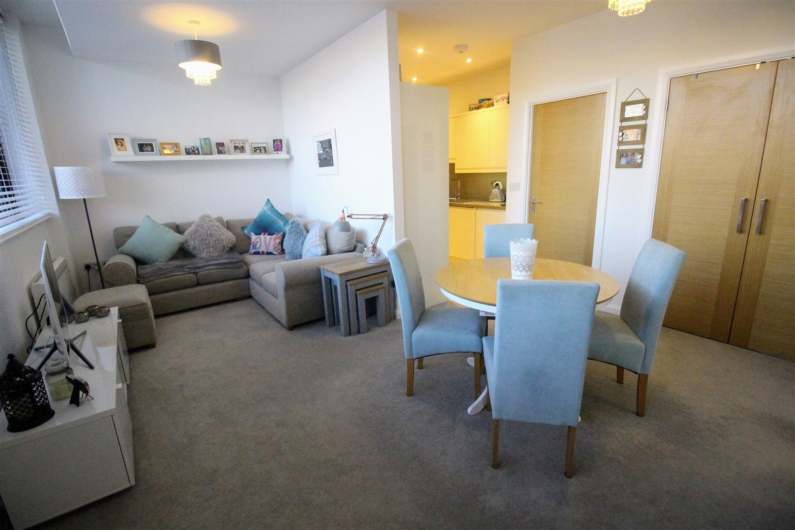 2 Bedrooms Flat for sale in Bentham Close, Westlea, Swindon